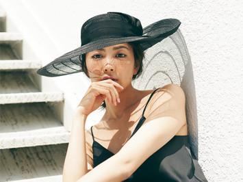 [過ぎゆく夏を惜しむ週末コーデ]キャミ×デニムの王道スタイルをリゾート小物で格上げ