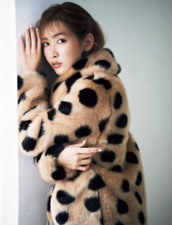 [肌見せ悩殺系からマダム風まで]最強モテ女子・紗栄子に学ぶ秋冬ファッションの極意