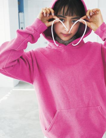 """""""ピンク服=フェミニン""""なんてつまんない!イケてる女子はスポーツMIXで甘さをセーブ"""
