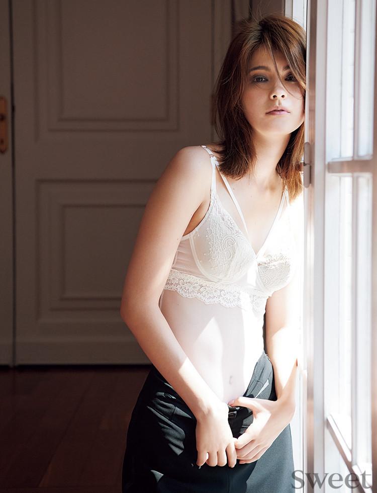 女子もうっとりする美エロ写真が豊作♡マギーのNEW写真集から特別公開!