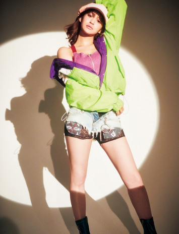 ネオンカラーがレトロかわいい♡80年代ファッションの取り入れ方