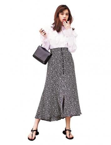ワントーンで大人可愛く♡「花柄フレアスカート」着まわしコーデ3変化