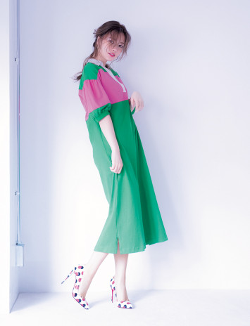 ドレスは着崩すのがスキ♡白石麻衣が意外性のあるコーデを披露!