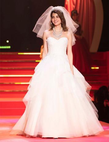 美しい花嫁姿にうっとり♡マギーも登場のecrusposeのドレスショー【sweet collection 2019 Report】