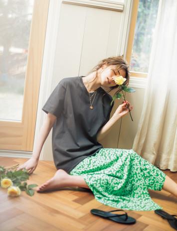 シンプルTは肌見せでエロ可愛く♡ゆるめTシャツコーデ