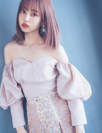 デコルテきれいすぎ……肌見せ×女っぽアニマル柄に夢中なモデル・中村里砂♡