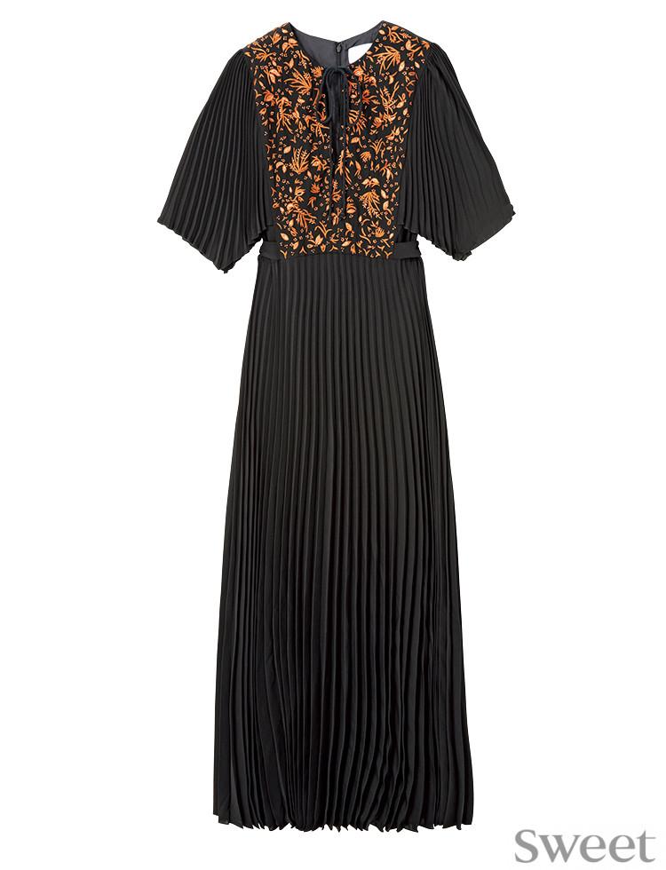 最強に女っぽい黒ドレスはコレ!良デザインでロング丈でもスタイルアップ♡