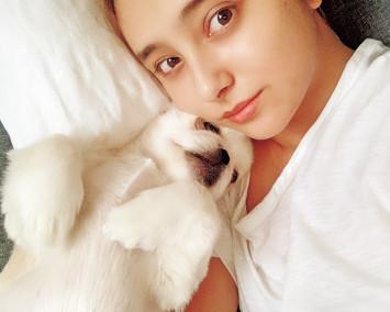 """注目の犬スタグラマー!? モデルに""""添い寝""""するワンちゃんに癒やされる♡"""
