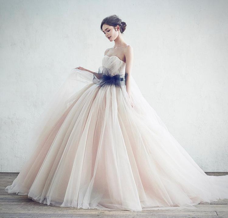 おしゃれ花嫁は知ってる♡『ブラッシュカラー』のドレスが可愛すぎ!