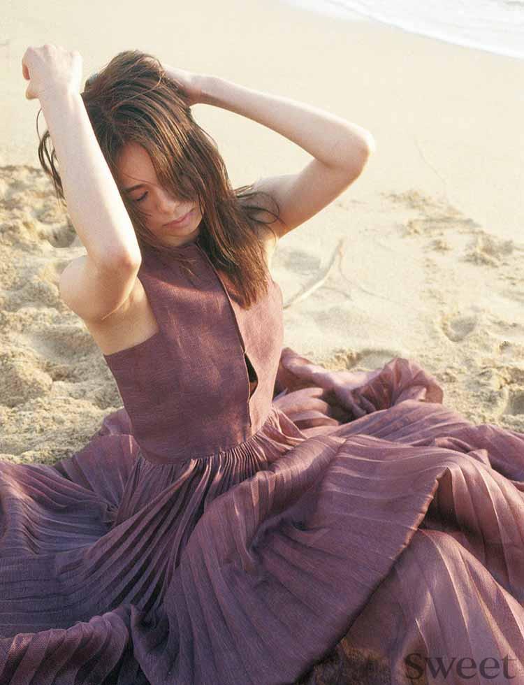 <E-girls佐藤晴美 in ハワイ>Diorの水着とドレスで大人の女性へ♡