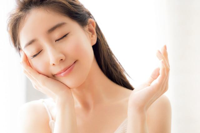 美白有効成分がシミを防ぎ、透明感をもたらす美容液