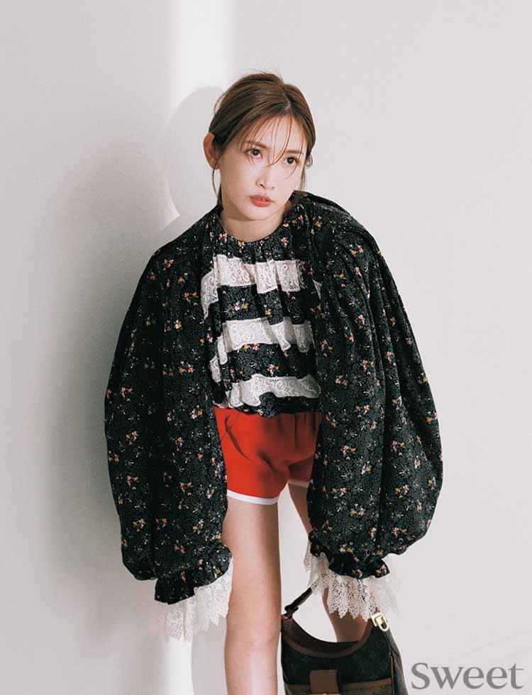 紗栄子がルイ・ヴィトンでイイ女の魅力全開! 背中で魅せる大人の着こなしも披露♡