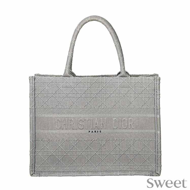 E-girls佐藤晴美のバッグの中身|リファのローラー、ウカのネイルオイルなど