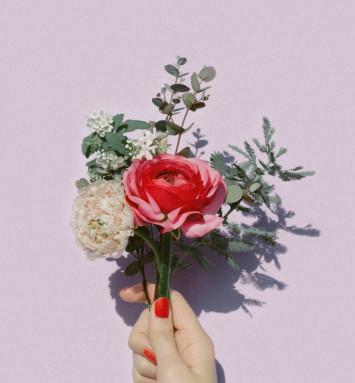 おウチ時間に小さなシアワセをお届け♡お花のサブスクで毎日が華やか!
