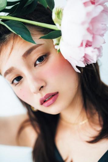 美にまつわる名言と共に。 美しさはパーツに宿る f e a t .吉川 愛(4)