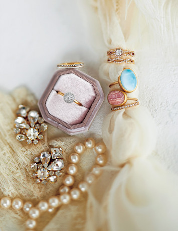 【いま狙いたい結婚指輪】重ねづけできるマリッジ&エンゲージリング指南